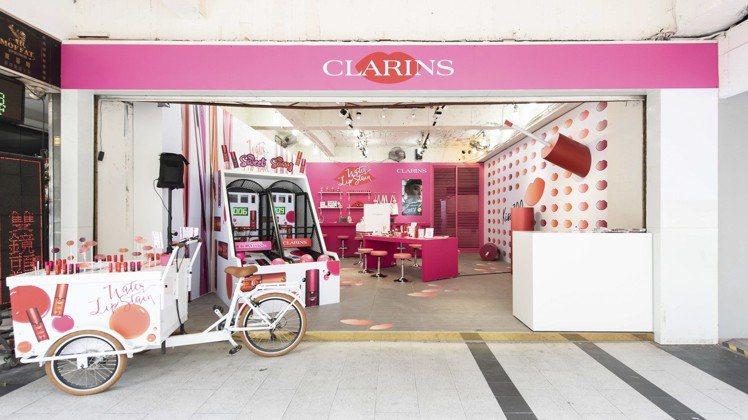 克蘭詩在台北東區打造親親水唇彩快閃店。圖/克蘭詩提供