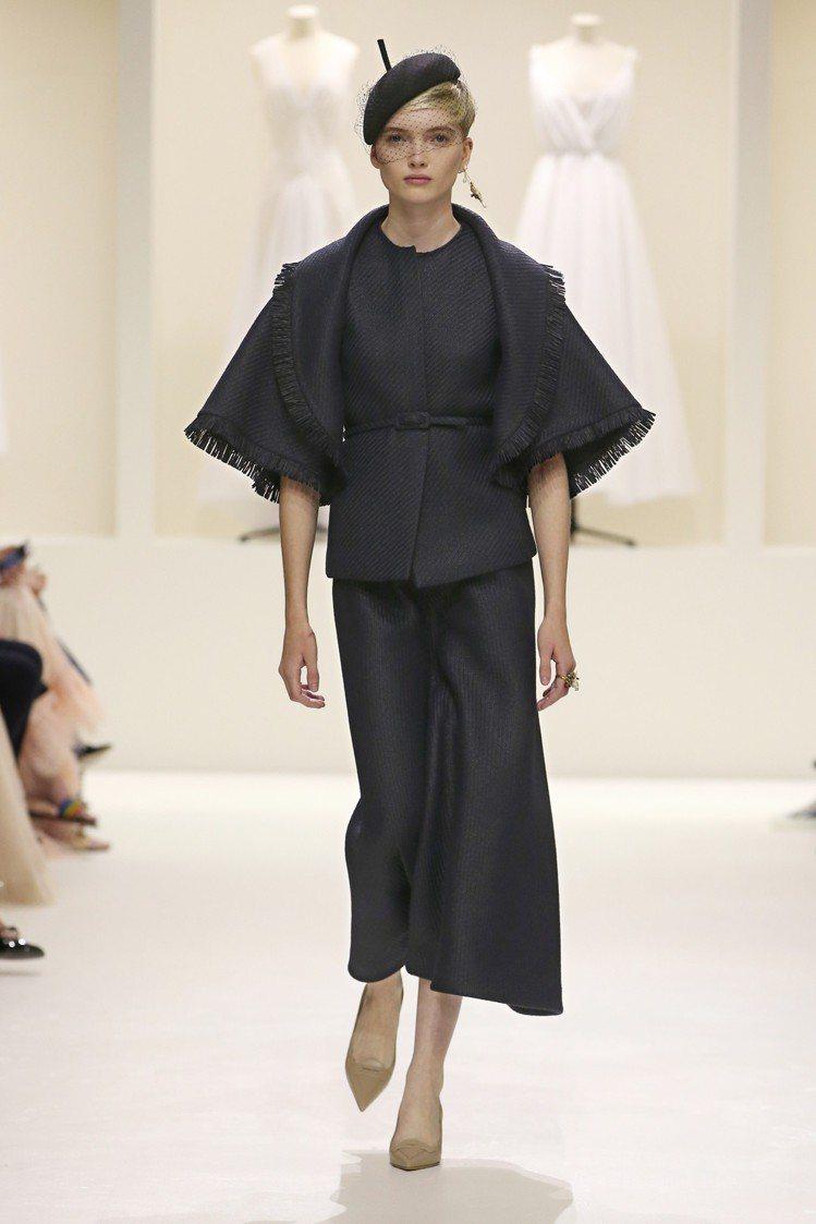 名模Ruth Bell走2018秋冬Dior高訂開秀。圖/Dior提供