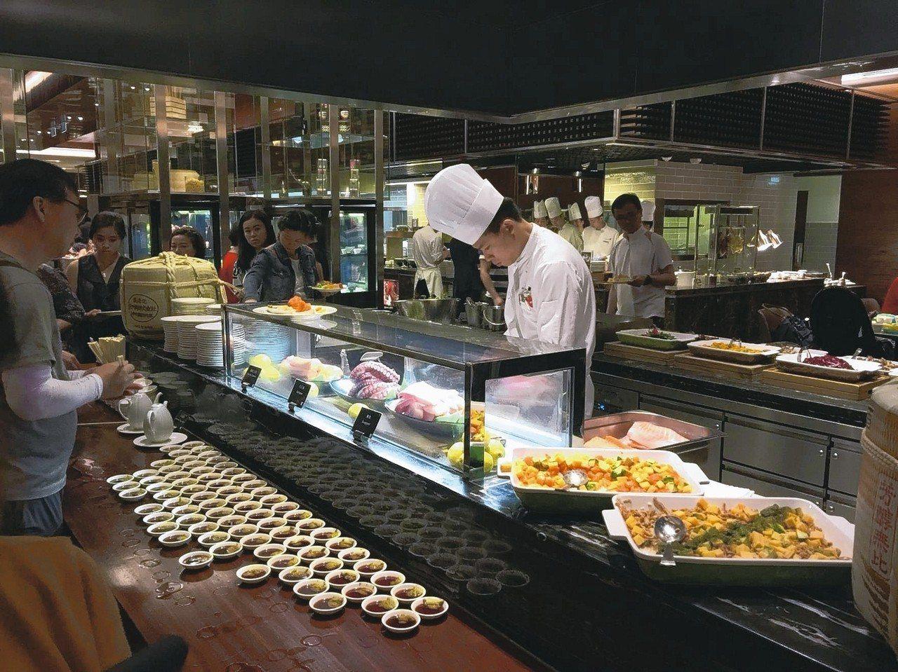 澳門JW萬豪酒店名廚都匯餐廳自助餐,有五星級水準,CP值高到嚇人。 記者羅建怡/...