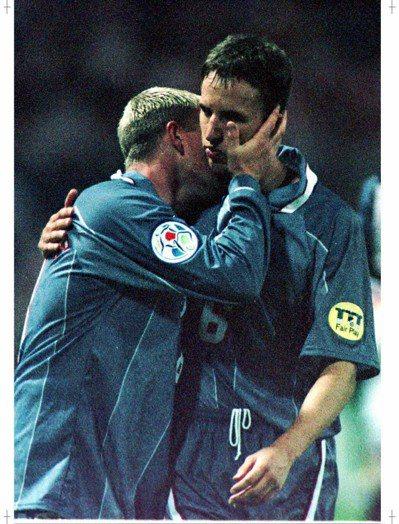 紹斯蓋特(右)當年歐國盃罰失相當難過。 路透