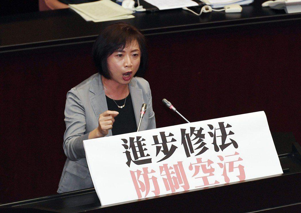 立院民進黨團幹事長何欣純曾說,吳茂昆當教長令人耳目一新。 (中央社)