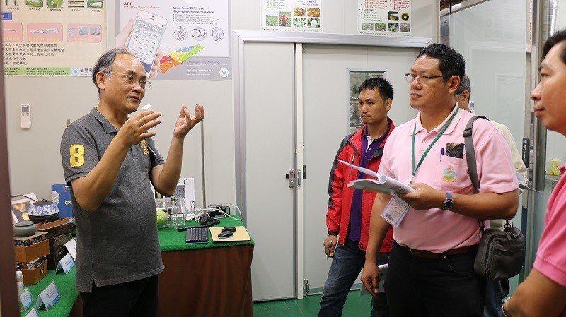 泰國皇家計畫基金會人員參訪朝陽科大費洛蒙中心,了解東方果實蠅之防治技術。 朝陽科...