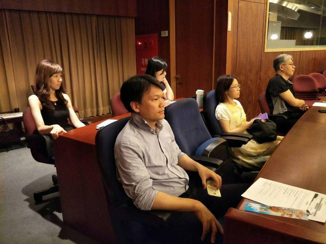 國家發展委員會公教人員聆聽退休基金商品及理財教育講座。