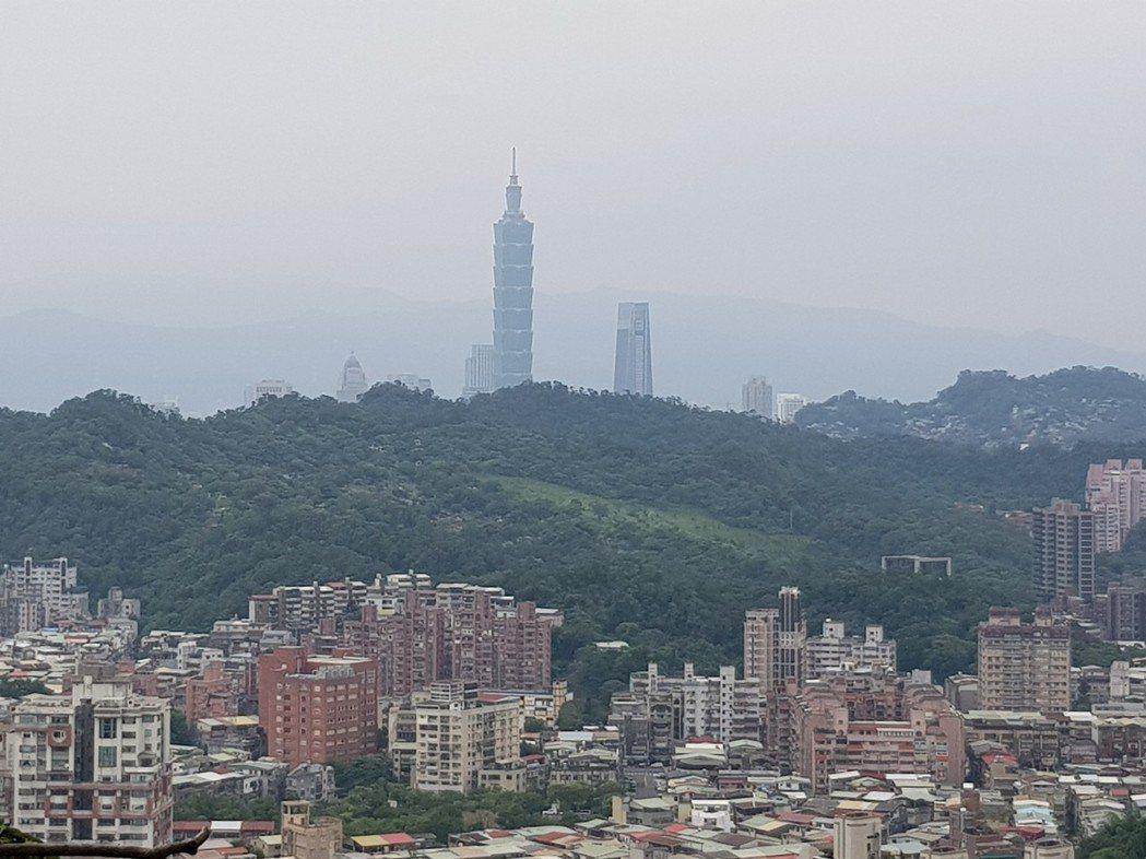 王男住上海10年後搬回台北,認為台北和上海確實有很大的不同,但不認為台灣有什麼不...