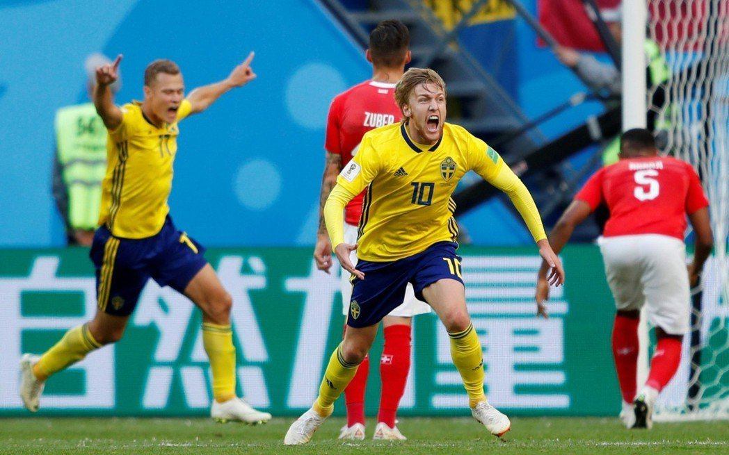 佛斯貝治(10號)幸運進球,瑞典淘汰瑞士。 圖/路透