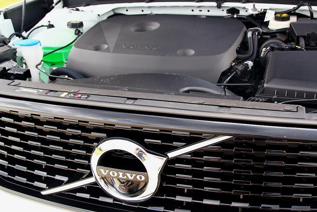 Volvo XC40 T4 R-Design搭載Drive-E 2.0L直列四缸...