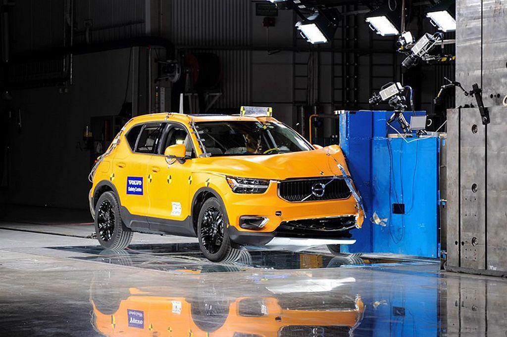 Volvo XC40完全延續60、90車系的一貫安全標準設計,光是這點就能吸引許...