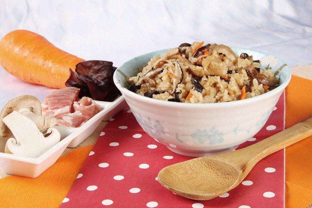 喜生炊飯採用新型態「紙蒸籠」自動包裝,以複合式材質,保水透氣;顛覆米食食用模式...