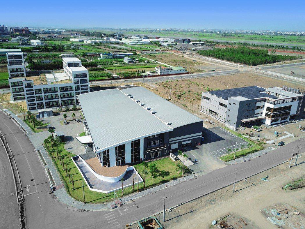 和發產業園區三家標竿廠商禾聯碩(左起), 梵達海洋及督洋生技將投入生產。  經發...