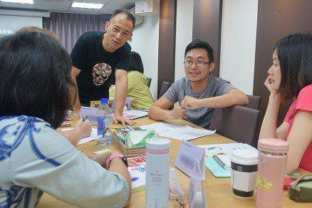 洪震宇老師深頁十堂寫作課。 澄意文創/提供