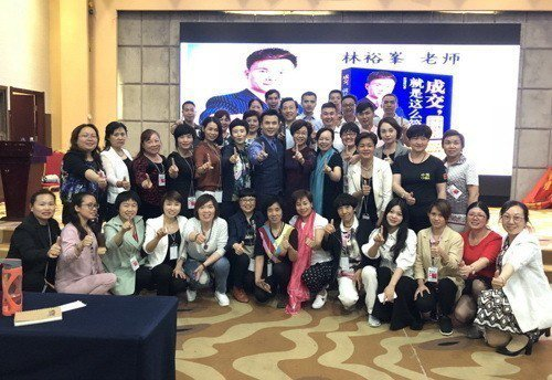 知名講師林裕峯(第二排右6)表示,台灣講師實戰經驗豐富,在對岸頗受歡迎。    ...