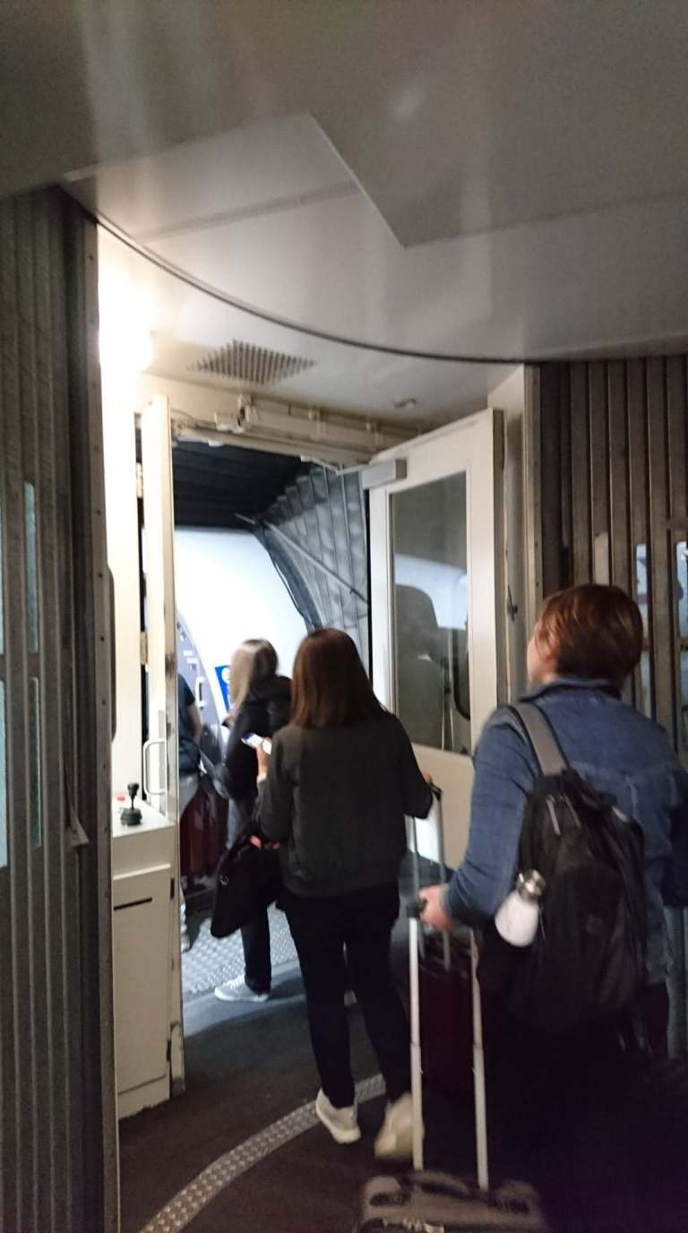 大家排隊進入機艙 圖文來自於:TripPlus