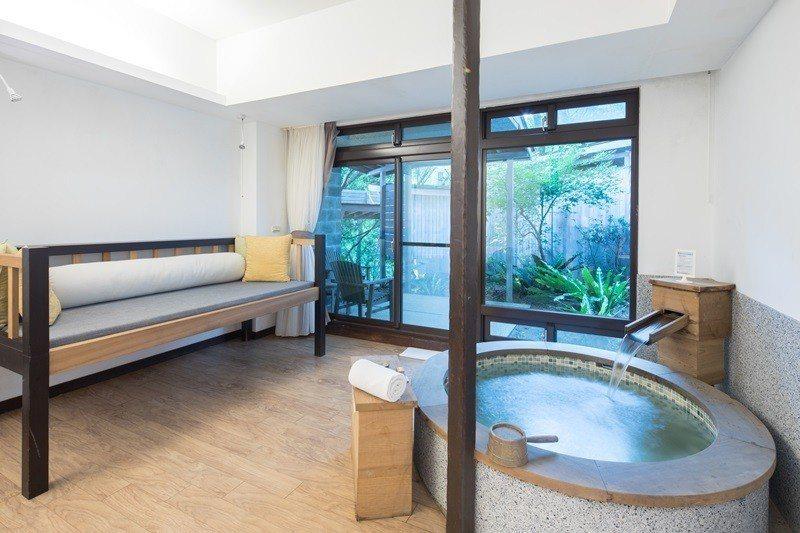 河谷風呂套房設有雙湯池的豪華格局。