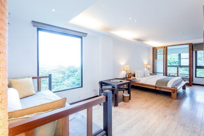 河谷客房奢華擁有大面窗景。