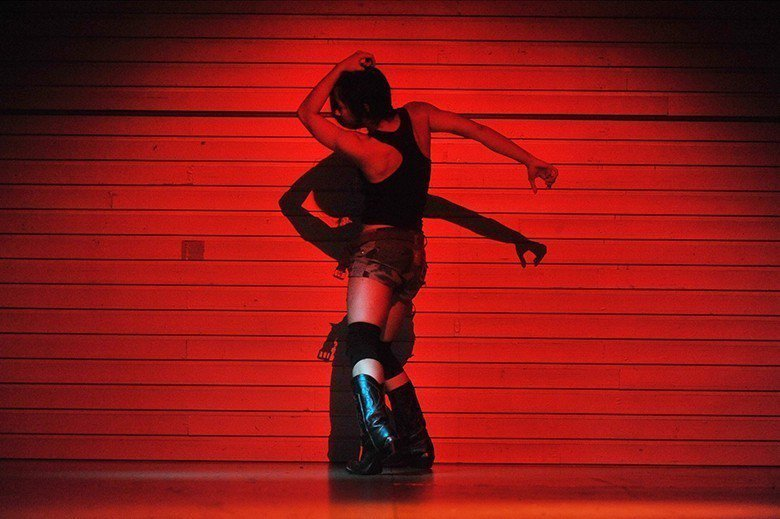 菲律賓舞蹈家Eisa Jocson《身體計畫》 (Giannina Urmene...