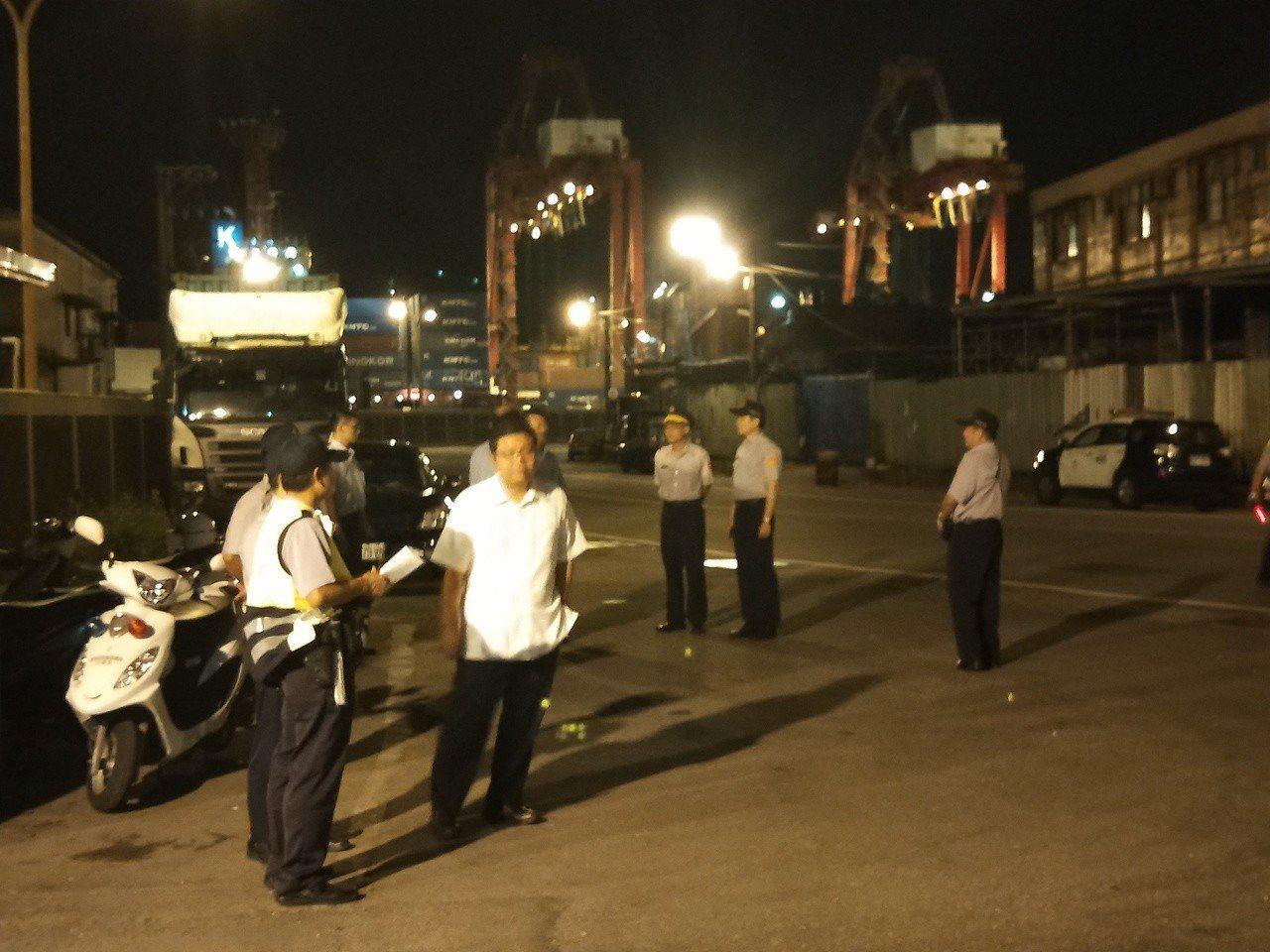 核四燃料棒凌晨起運至港口碼頭。記者游明煌/攝影