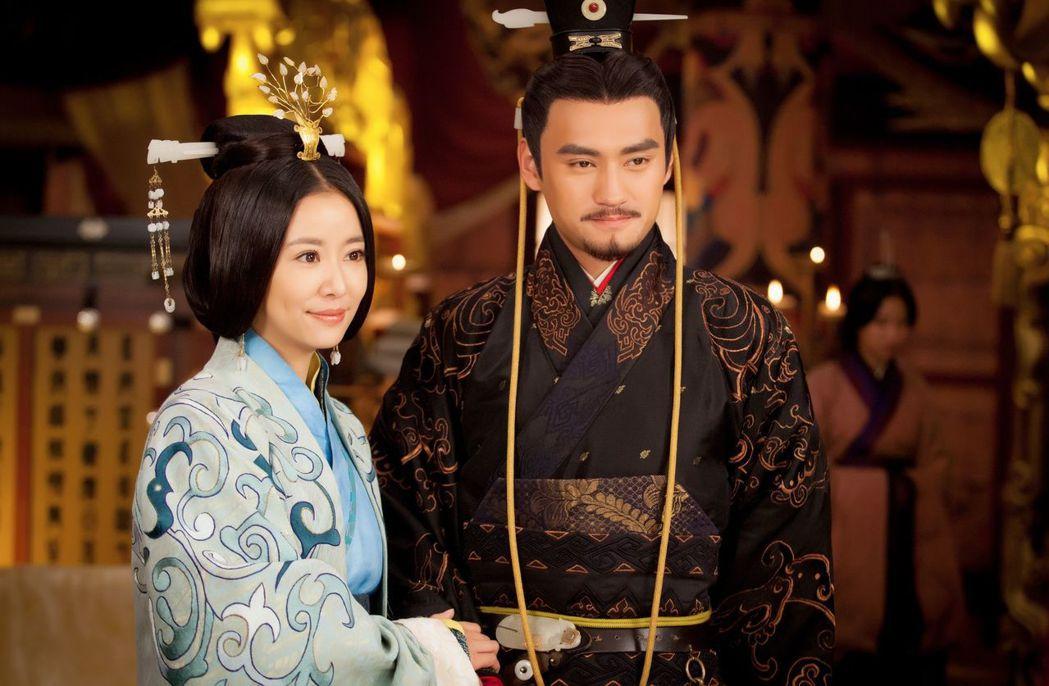 林心如(左)和袁弘   圖/中天提供