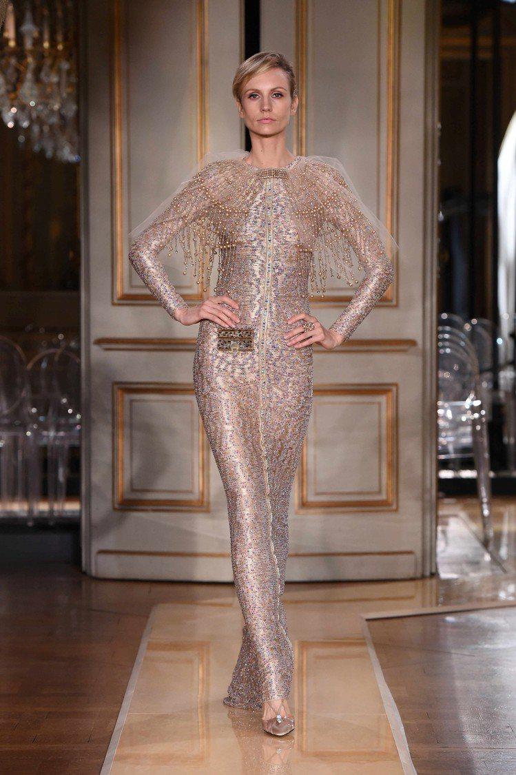 回歸高訂的細緻與工藝,是Giorgio Armani 2018秋冬高級訂製服的靈...
