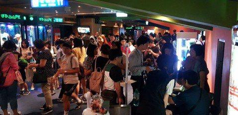 《名偵探柯南:零的執行人》在日本上映,票房走勢十分凌厲。截至上週日(7月1日止),映演邁入第12周,累計票房成績84億5000萬日圓,動員人數突破645萬,名列該周第7位,躍升為電視系列動畫劇場版票...