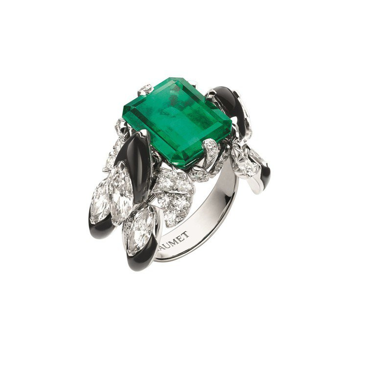 Cascades Royales戒指,結合非洲女性頭飾元素,18K白金鑲嵌6.8...