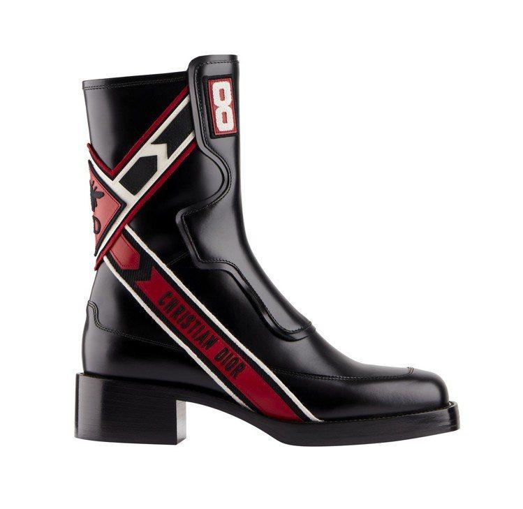 Diorally黑色刺繡小牛皮短靴,售價61,000元。圖/Dior提供