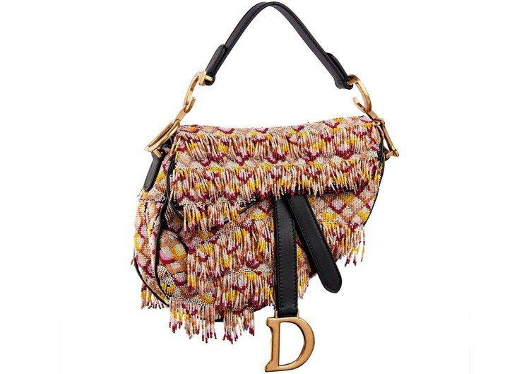 彩色串珠刺繡中型馬鞍包,售價18萬5,000元。圖/Dior提供