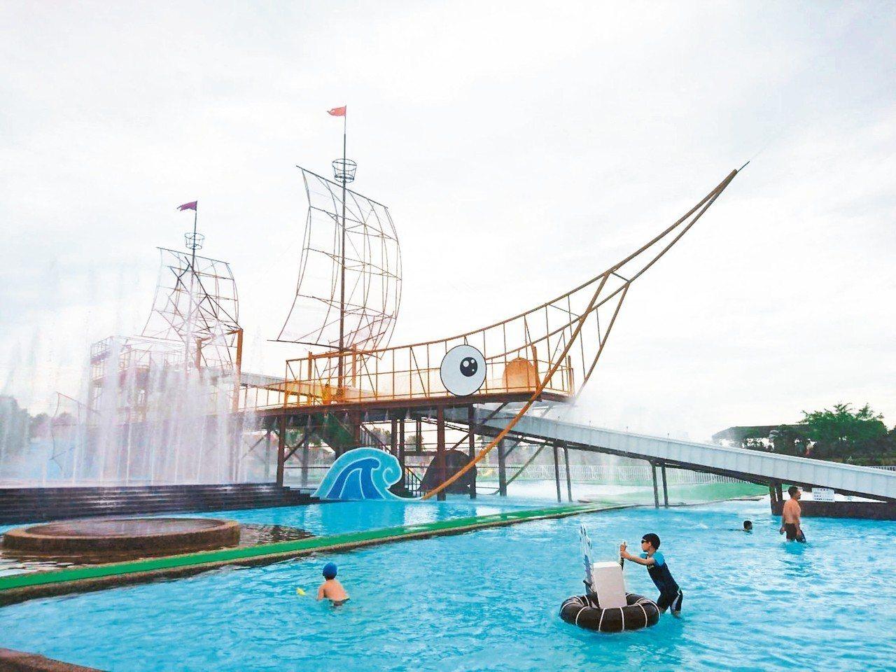 宜蘭童玩節昨天開放試玩,新設飛魚海盜船滑道。 記者羅建旺/攝影
