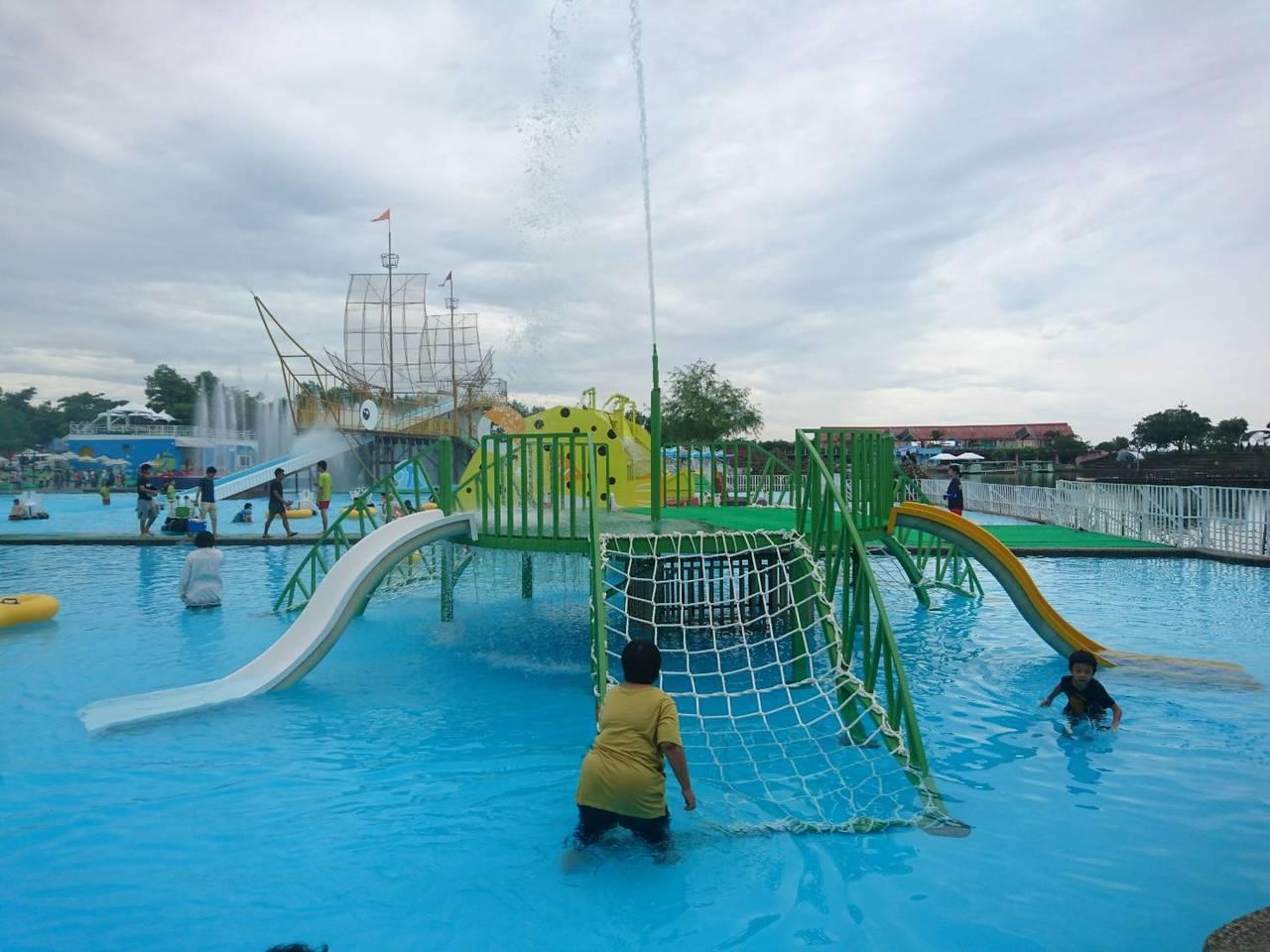 童玩節水上設施。 記者羅建旺/攝影