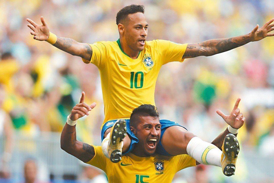 內馬爾是巴西倚重的戰將;圖為十六強賽內馬爾和隊友慶祝進球。 (美聯社)