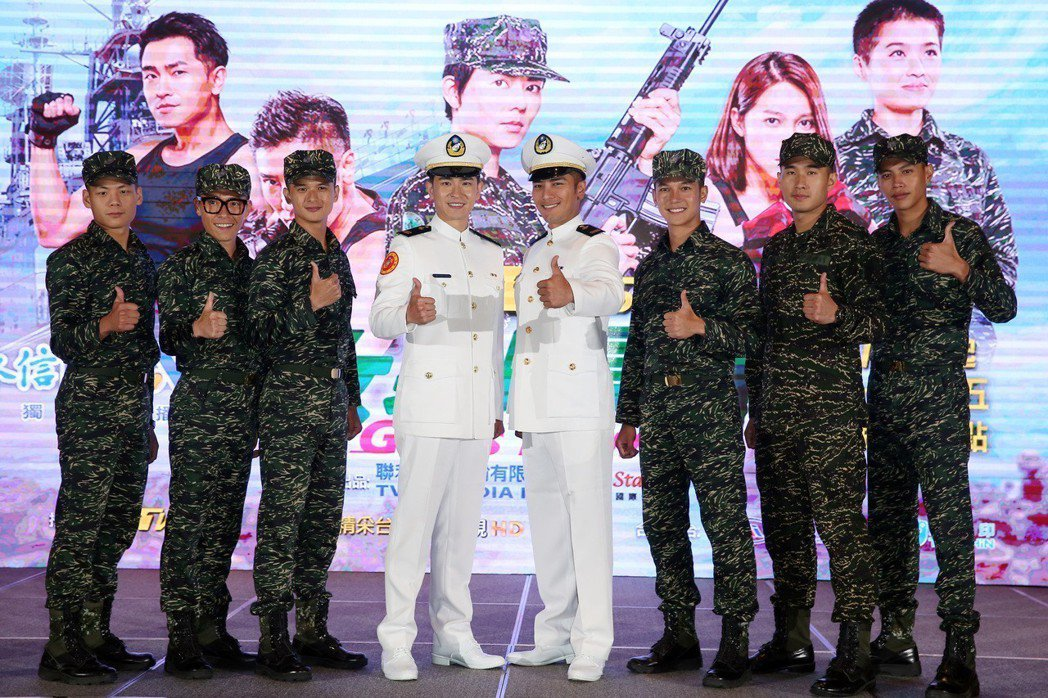 TVBS全新八點檔《女兵日記》首映會,羅平、陳謙文及全體男演員穿著全套軍裝,唱軍...