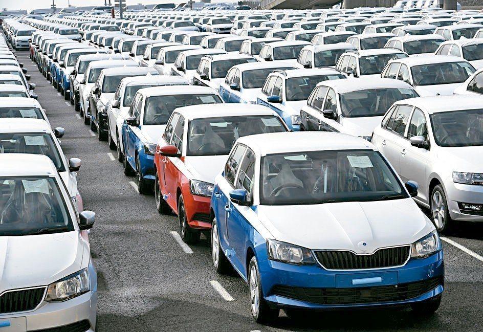 歐盟考慮召集美國、日本及南韓,洽談調降汽車關稅事宜。 路透