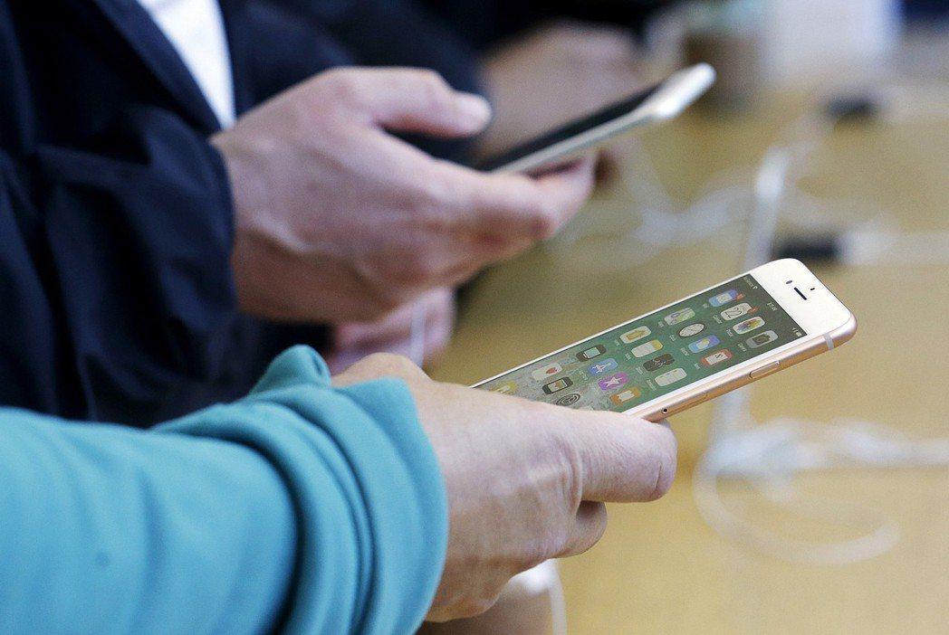 外電報導,蘋果明年新iPhone後置鏡頭擬採用三鏡頭,3D感測功能將更強大。 美...