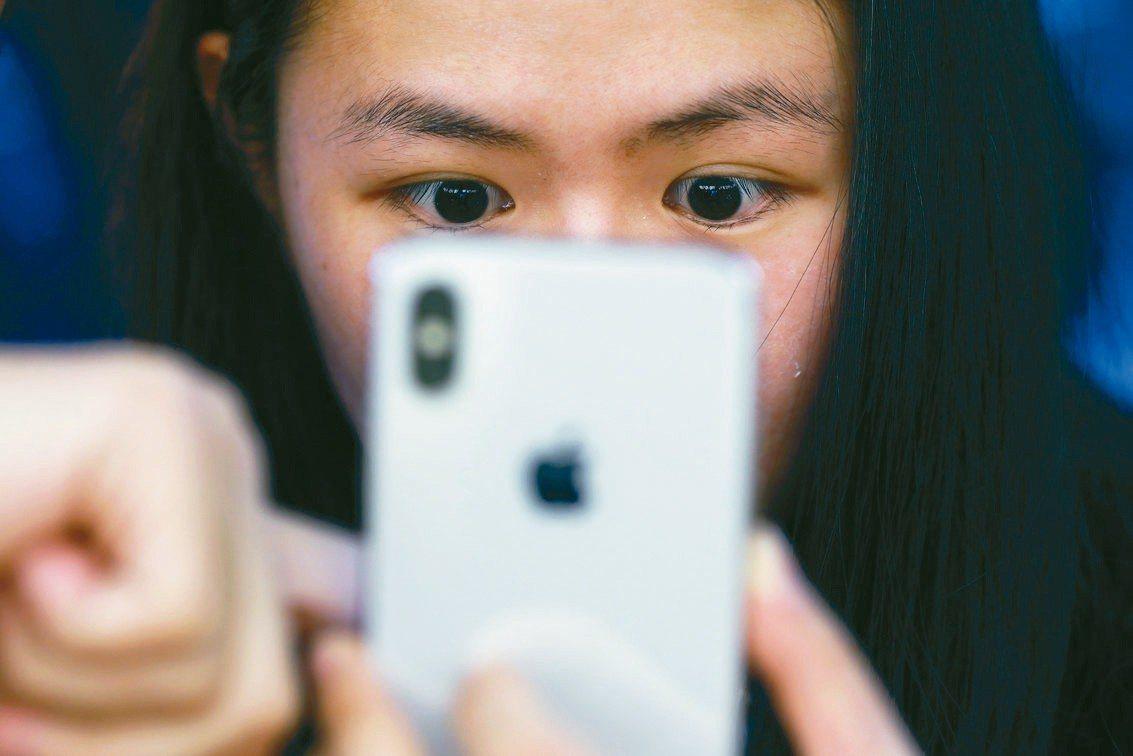 蘋果新機將在9月亮相,天風證券蘋果分析師郭明錤,看好6.5吋OLED版出貨。 路...