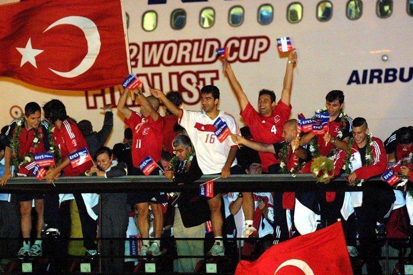 2002世界盃土耳其與南韓成為當屆比賽的大黑馬,最後土耳其奪下第3名佳績。 歐新...
