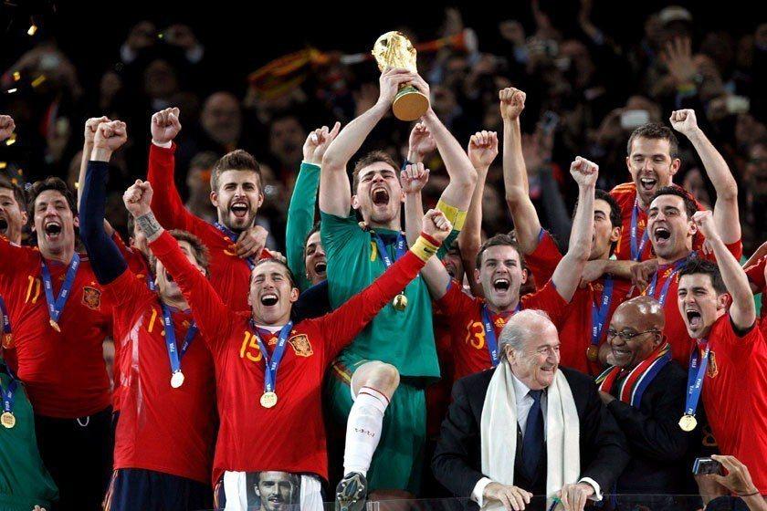 2010年世界盃西班牙首戰就敗給瑞士,但接下來他們一路挺進,連贏6場後拿下隊史首...