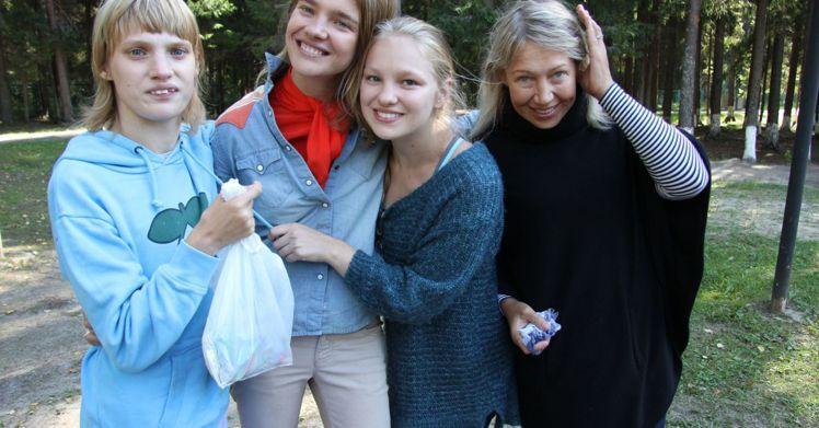 娜塔莉亞和母親、兩個妹妹。圖/擷自instagram