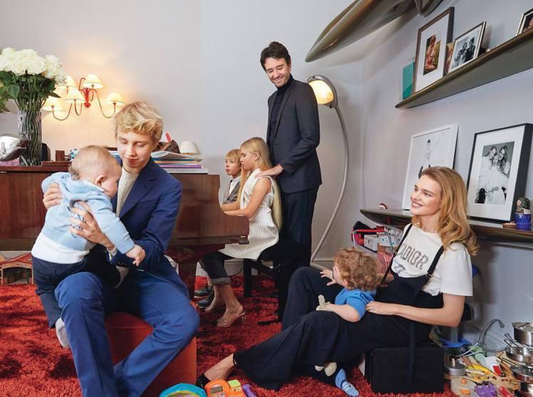 娜塔莉亞和Antoine Arnault及五個孩子一起生活。圖/擷自instag...
