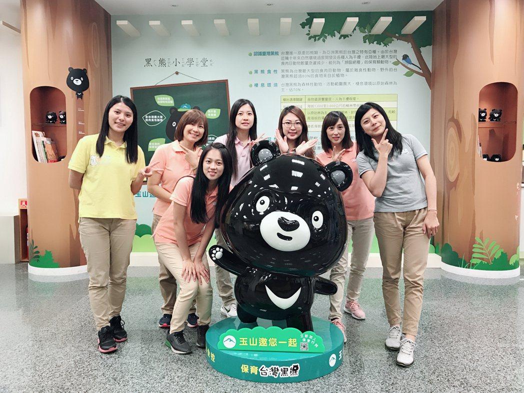 玉山銀行推出國內首家「黑熊分行」,推廣環境教育。玉山銀行/提供。