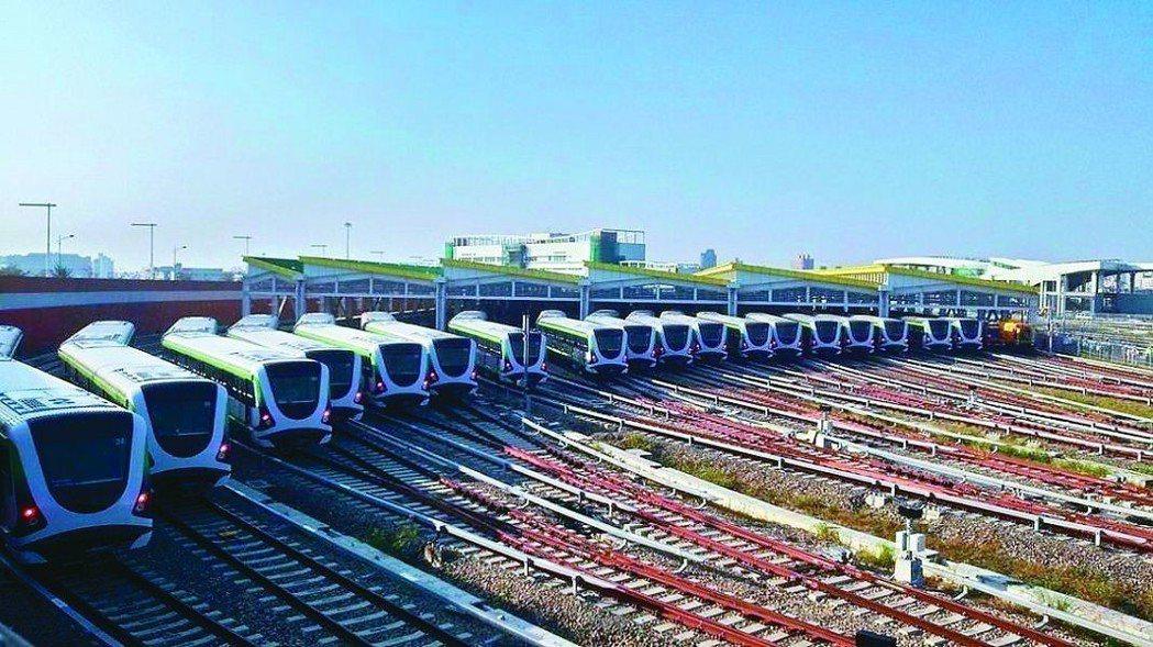 台中市捷運綠線將試運轉,藍線再延伸至台中港,可加速海線產業發展。