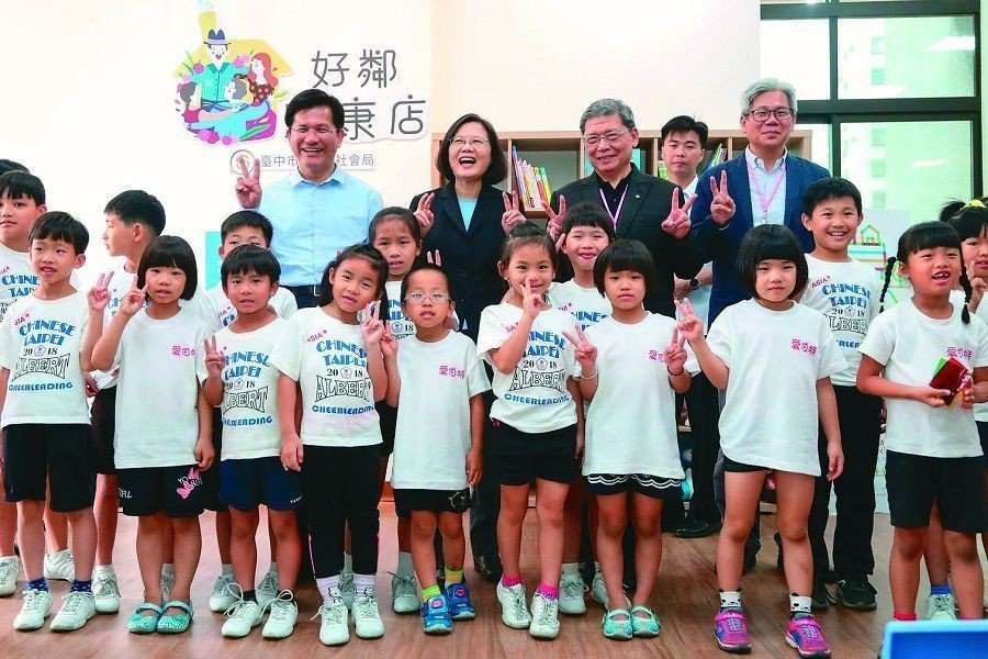 總統蔡英文參觀安康社宅,直誇「很驚豔」。