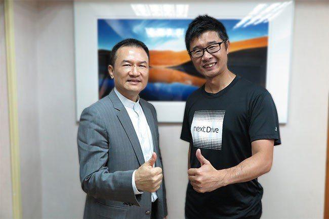 理財周刊發行人洪寶山(左)、聯齊科技顏哲淵(右)