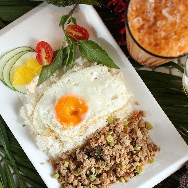 說起泰式料理的經典滋味,泰式打拋豬搭配優質土雞蛋光看就口水直流。