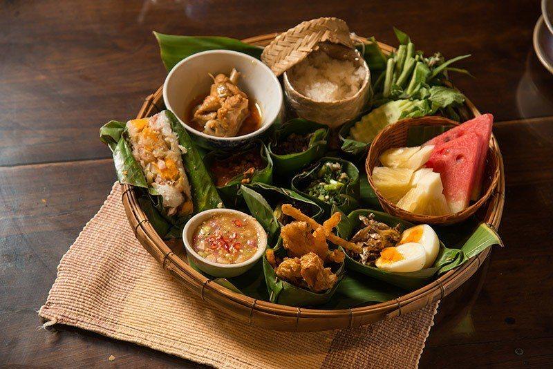 清邁文化中心推出的MOMCARSET提供道地泰北菜,一次滿足。