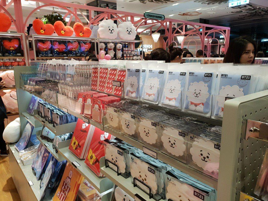 店裡滿滿的BT21。記者李姿瑩/攝影