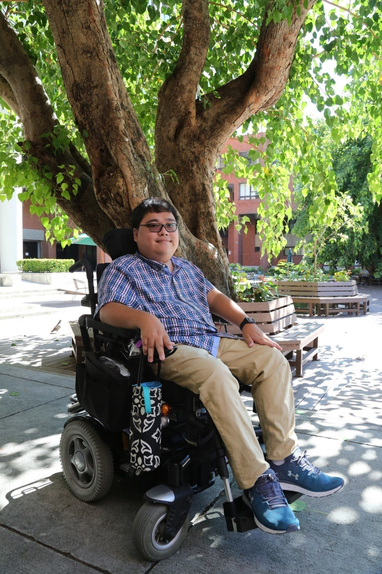 中山大學機電與機械工程學系博士生楊博宇,出生即罹患脊髓型肌肉萎縮症。 照片/中山...