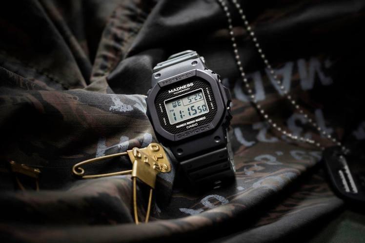 余文樂的自創品牌Madness與G-Shock聯名推出DW-5000MD腕表,限...