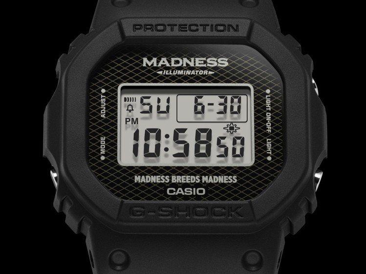 Madness與G-Shock聯名推出DW-5000MD腕表,表面上方加入品牌字...