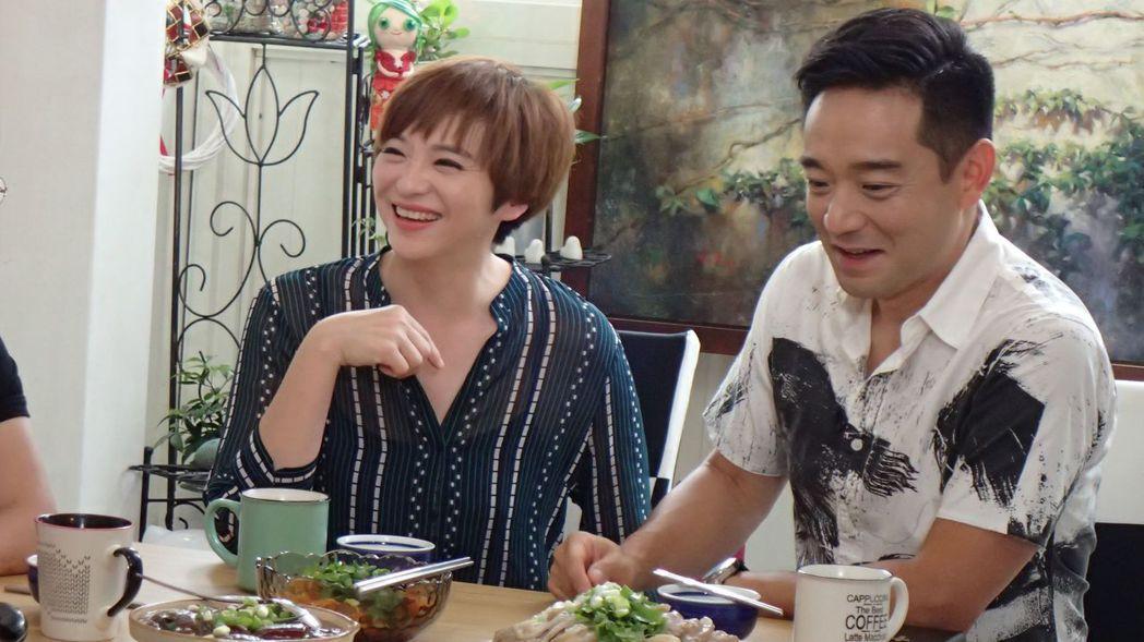 岑永康(右)、張珮珊上「誰來晚餐」。圖/公視提供