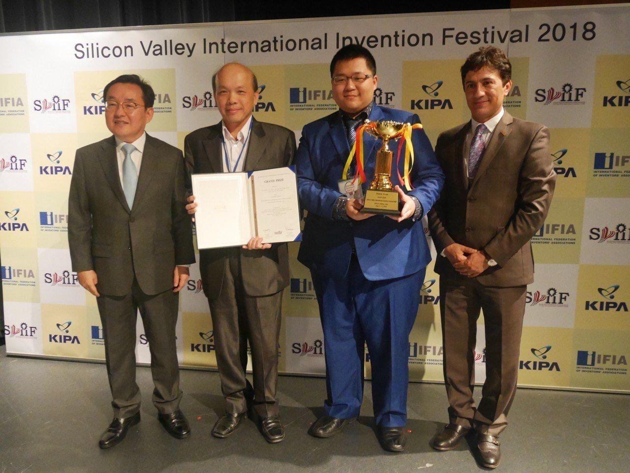 台北城市科技大學師生發明「多功能智慧手機秤」,可結合手機功能輕鬆秤重,獲得美國矽...