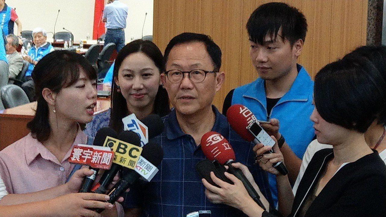 國民黨台北市長參選人丁守中下午參加國民黨委員會議。記者楊正海/攝影